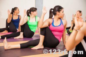 Gruppenkurs Yoga Pilates Gymnastik Groupfitness ©123rf.com
